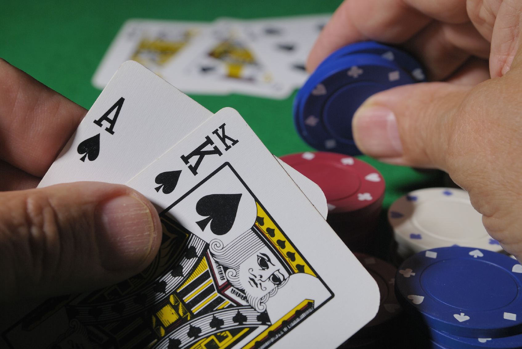Онлайн обучение покеру холдем посетители подпольных казино что грозит